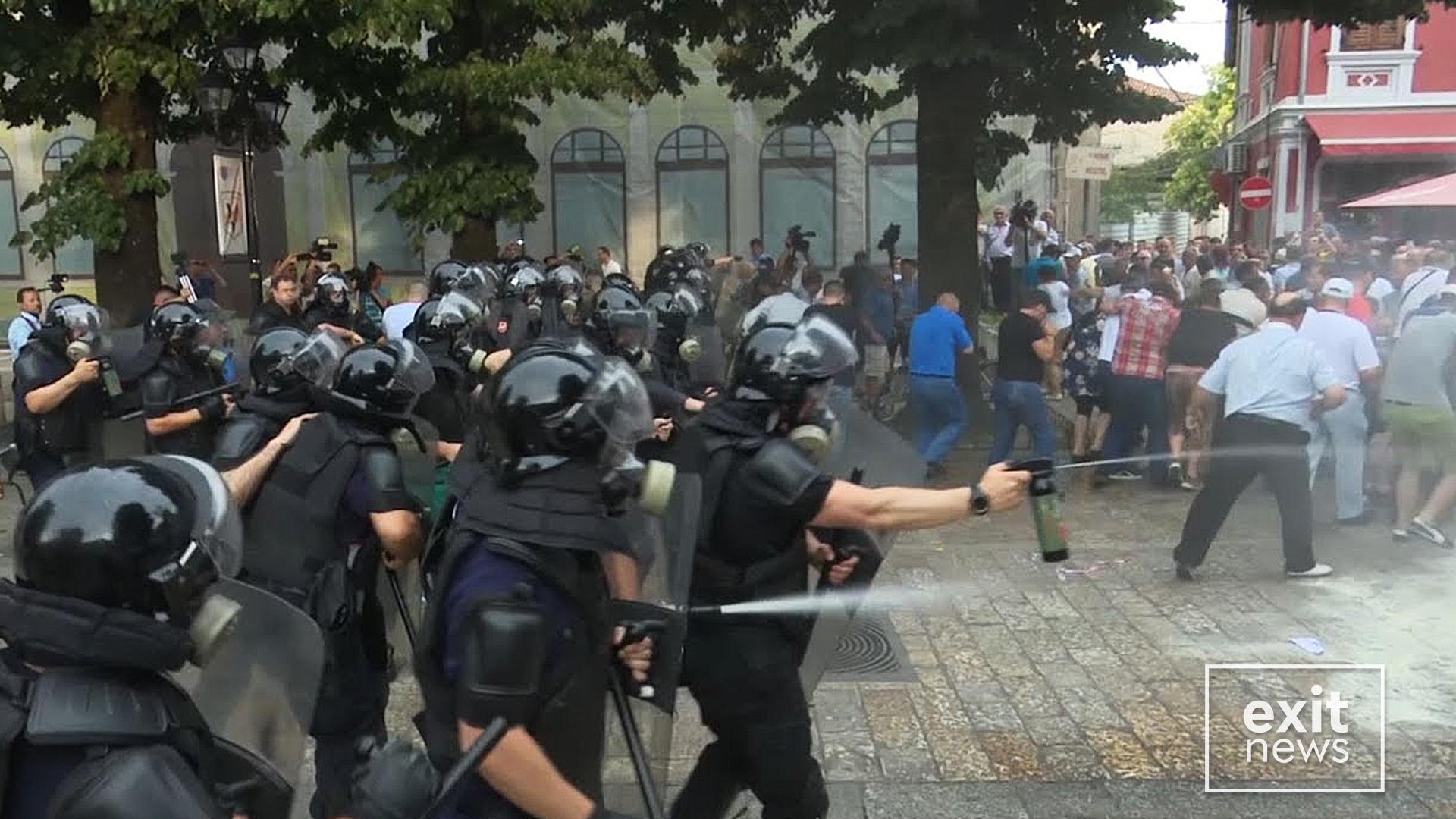Zyrtare, qeveria huazoi gaz lotsjellës nga Kosova për të shtypur protestat e opozitës