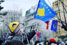 Udhëheqësit shqiptarë urojnë pavarësinë e Kosovës