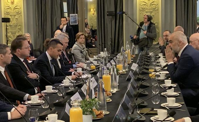Eurokomisioneri për Zgjerimin Várhelyi përgëzon Ramën për OFL-në