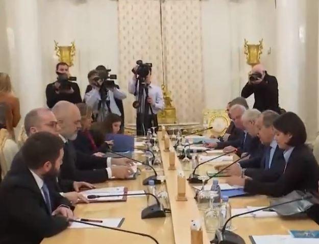 Rama takon ministrin e Jashtëm rus për të diskutuar konfliktin Rusi-Ukrainë