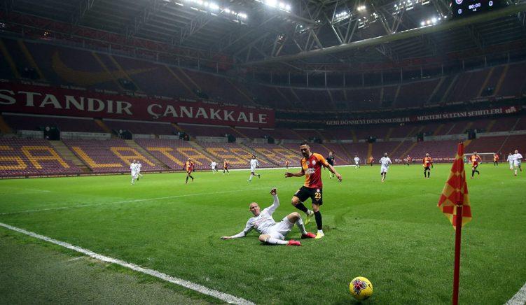 Turqia pezullon kampionatin pas protestave të futbollistëve të huaj