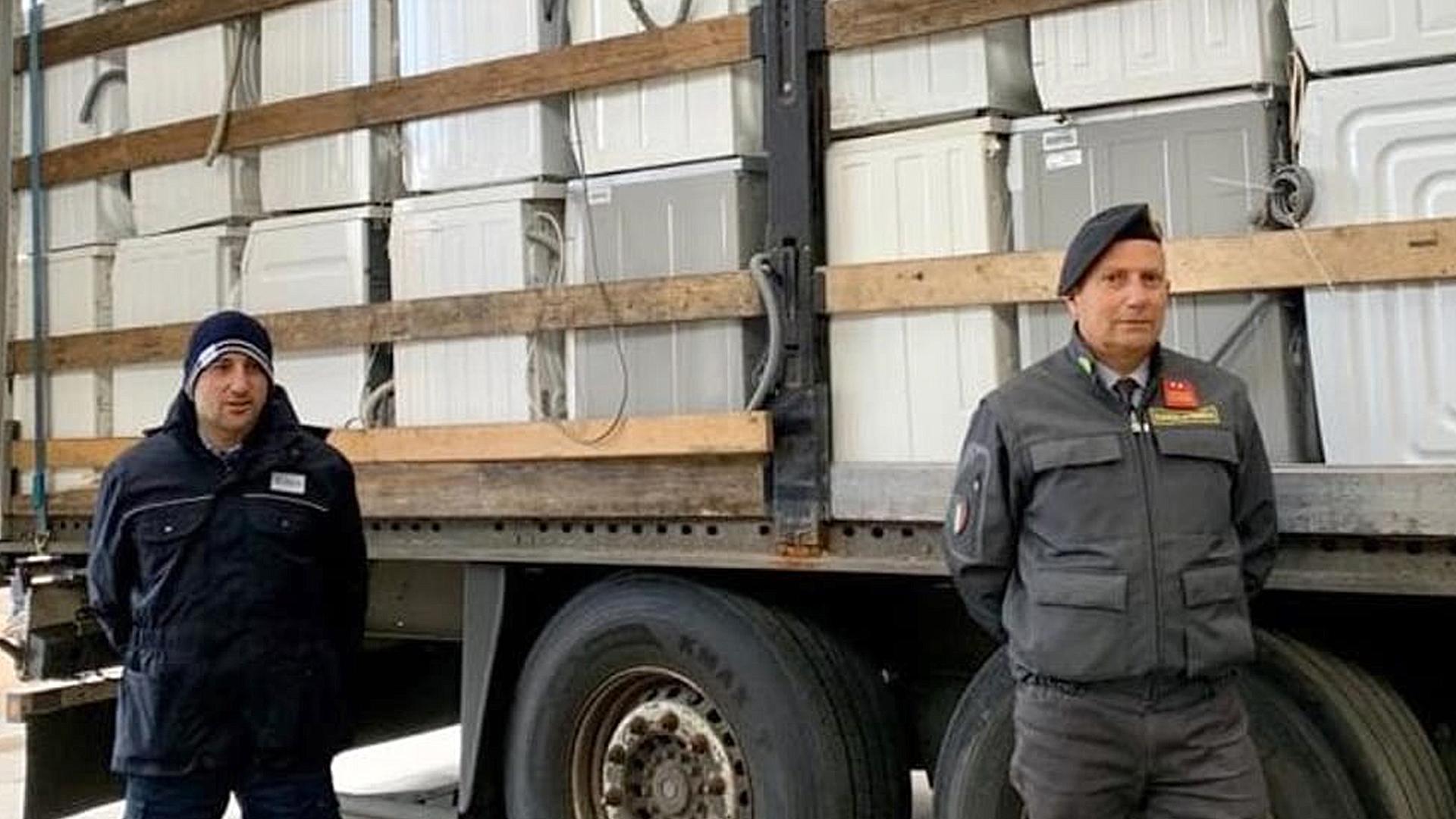 Bari, sekuestrohen 12 tonë mbetje elektronike të destinuara për Shqipërinë