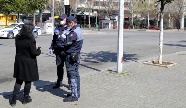 Policia, 300 mijë euro gjoba për thyerje të kufizimeve të lëvizjes