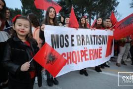 18 mijë studentë shqiptarë nëpër botë, 94% nuk duan të kthehen në vend