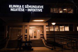 Serbët e Kosovës i trajtojnë rastet me Covid-19 në Beograd