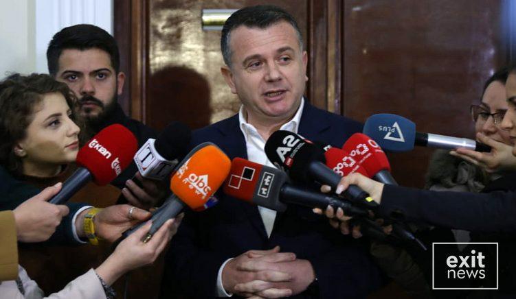 Mazhoranca e pashqetësuar nga kërcënimi i Presidentit për të shpërndarë parlamentin