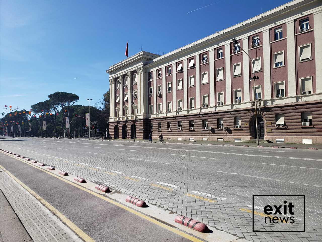 Tirana e shkretuar: pamje nga rrugët dhe mjediset e Tiranës këtë mëngjes
