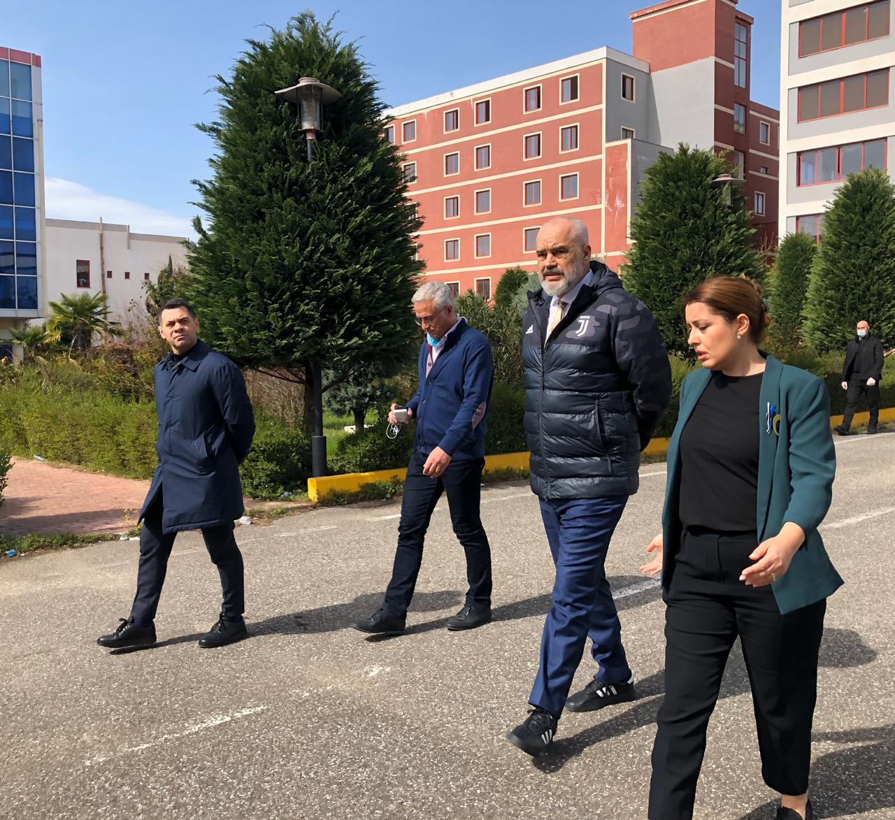 Qeveria përgatit godinën jashtë Tiranës për karantinimin e përkohshëm të të shëruarve nga Covid-19