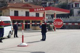 Poliçani në shtetrrethim: ndalohen hyrje-daljet nga qyteti
