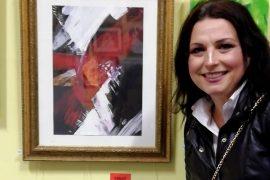Piktorja shqiptare Suela Pulaha Brown fiton sërish çmimin e parë në Angli