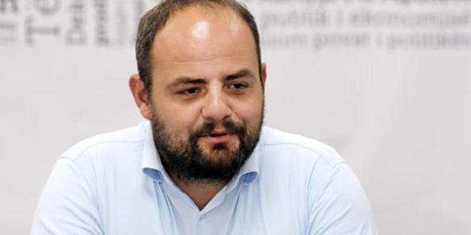 Policia ndalon Boiken Abazin, koordinatorin e Vetëvendosjes në Tiranë