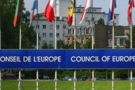 Udhëzimi i KiE për mbrojtjen e të drejtave të njeriut dhe demokracisë: parimet që duhet të respektojnë masat anti- koronavirusit