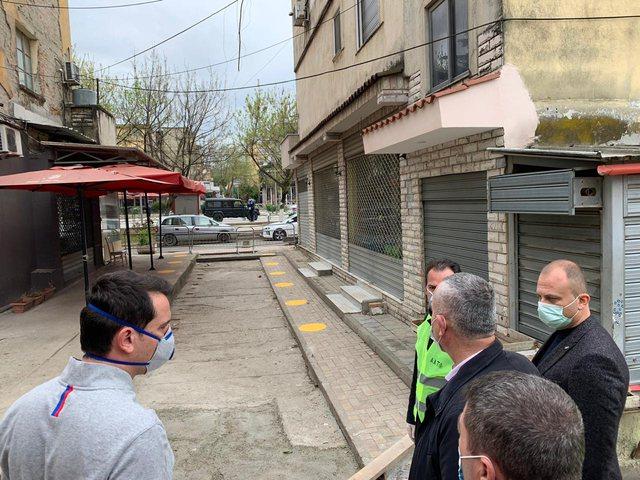 Bashkia Tiranë instalon tunel dezinfektimi për njerëzit në tregun e Kombinatit