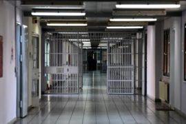 Vdes një i burgosur shqiptar në burgun e Trikallës, në Greqi