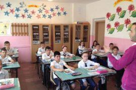 Ministria miraton udhëzimin për zhvillimin e mësimit gjatë vitit të ri shkollor