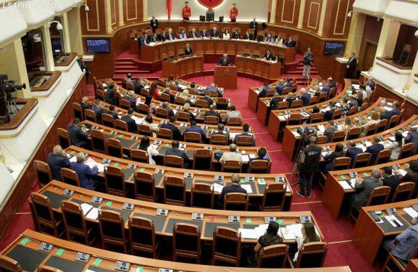 Shoqëria civile, kundër raportit të Komisionerit për të Drejtën e Informimit