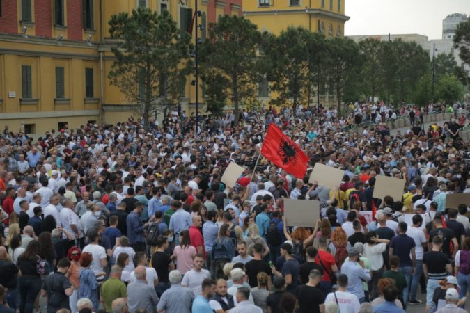 Aleanca për Mbrojtjen e Teatrit vazhdon protestën