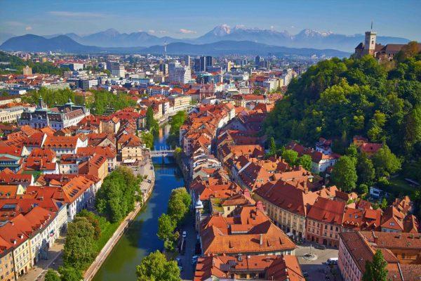 Sllovenia, vendi i parë europian që shpall përfundimin e epidemisë COVID-19