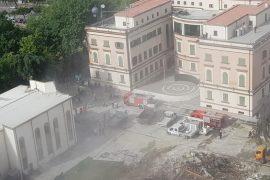 LVV në Tiranë thirrje policisë: Largohuni nga Teatri Kombëtar