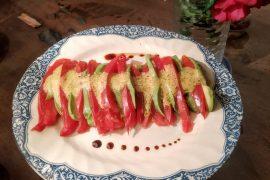 Avokado dhe domate, një kombinim ideal për sallatë