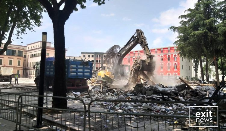 Basha premton rindërtimin e Teatrit Kombëtar