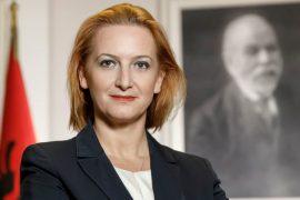 Këshilla e ministres Denaj: Të papunët t'i drejtohen ndërtimit
