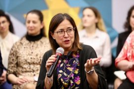 Calavera, shefja e ONM-së, përpiqet të mbulojë gabimet e saj që kanë dëmtuar reformën