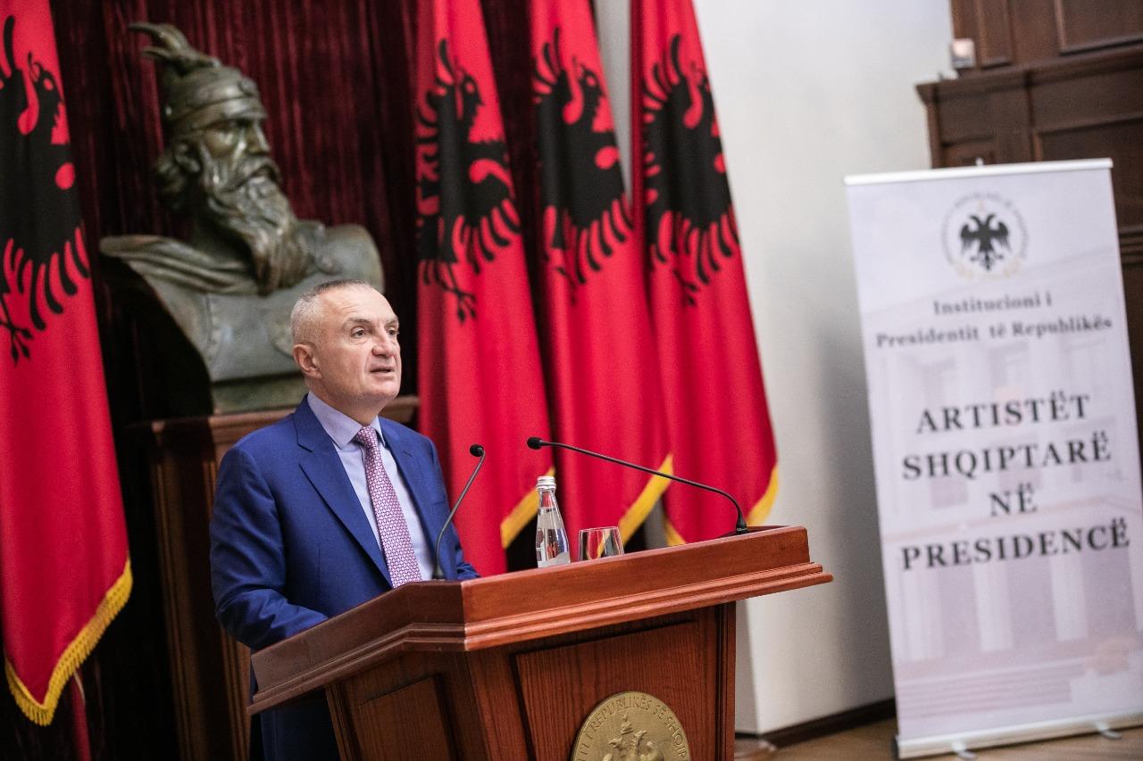 Presidenti Meta dekoron poeten Zhuliana Jorganxhi