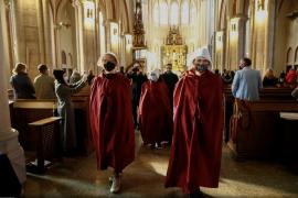 Polakët protestojnë në Kishë kundër ndalimit të plotë të abortit