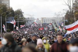 Në Bjellorusi vijojnë protestat kundër Lukashenkos, policia kërcënon me armë