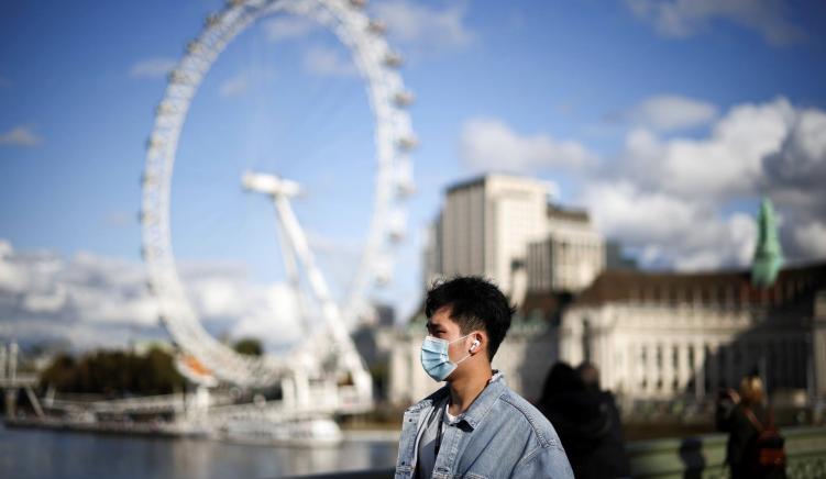 Britania e Madhe konsideron uljen e kohës së detyrueshme për karantinim