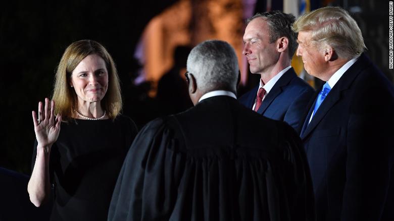 Amy Coney Barret emërohet në Gjykatën e Lartë, konservatorët sigurojnë shumicën