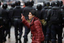 Bjellorusi: Policia shpërndan protestuesit me ujë me presion, dhjetëra të ndaluar