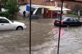 Përmbyten shtëpitë në Durrës, banorët apel për ndihmë