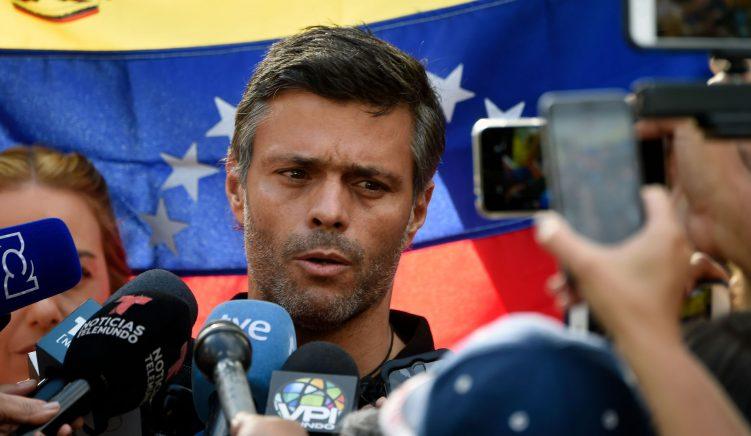 Udhëheqësi i opozitës së Venezuelës arratiset nga vendi