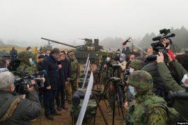 Vuçiç mirënjohës ndaj Rusisë për tanket dhuratë: Po forcojmë ushtrinë