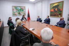 Qeveria krijon këshill shkencëtarësh për ministren e Arsimit