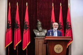 Presidenti dekreton Xhaçkën dhe Peleshin si ministra
