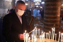 Presidenti Meta uron besimtarët ortodoksë për Ditën e Ujit të Bekuar
