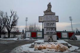 Përdhoset busti i Skënderbeut në Korçë në ditën e përvjetorit të vdekjes