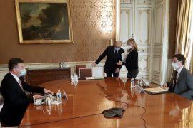 Lajçak bisedon në Francë për dialogun Kosovë – Serbi