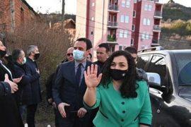 Partitë politike në Kosovë kritikojnë Kurtin dhe Osmanin për vizitën në Mitrovicë