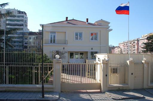 Ambasada ruse: Qeveria nuk argumentoi shpalljen 'non grata' të diplomatit