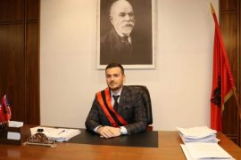 Kryebashkiaku i Cërrikut infektohet me koronavirus