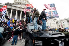 Tramp thirrje mbështetësve brenda Kapitolit që të qetësohen