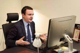 Kurti kërkon që dialogu Kosovë-Serbi të bëhet pa praninë e presidentëve