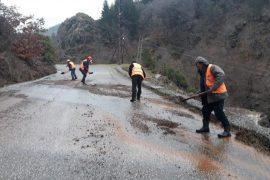 Pezullohet mësimi në dy shkolla në Elbasan për shkak të shirave