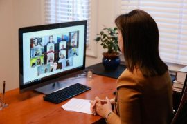 Ministrja Kushi thirrje për monitorim të mësimit online