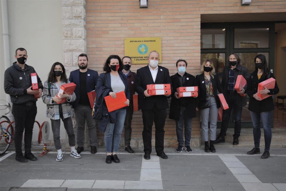 Lëvizja VETËVENDOSJE! zyrtarizon kandidaturën e Bojken Abazit për qarkun Tiranë