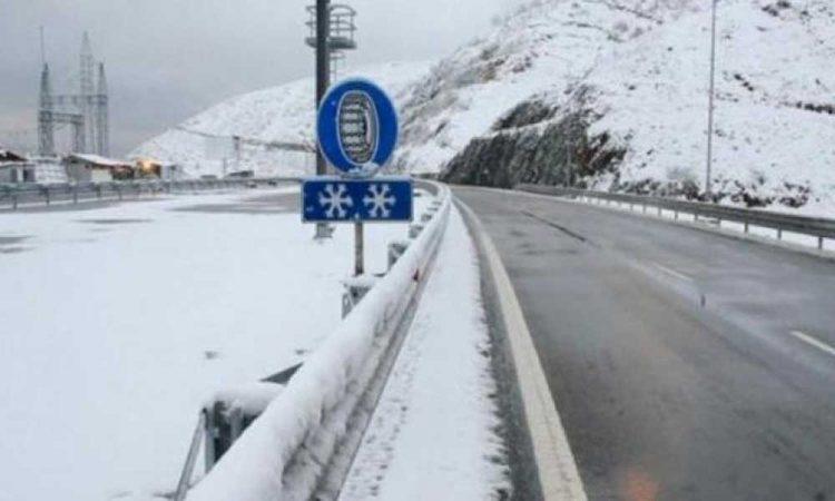 Greqia ndalon hyrjen e kamionëve nga Kakavija deri në përmirësimin e motit
